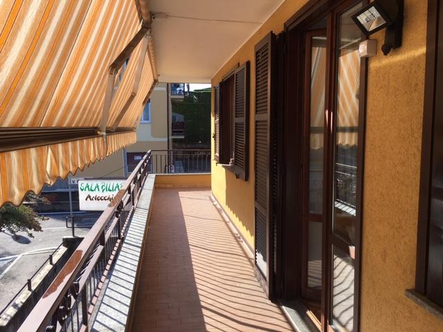 Quadrilocale Buguggiate con ampio terrazzo e box – rif. 402
