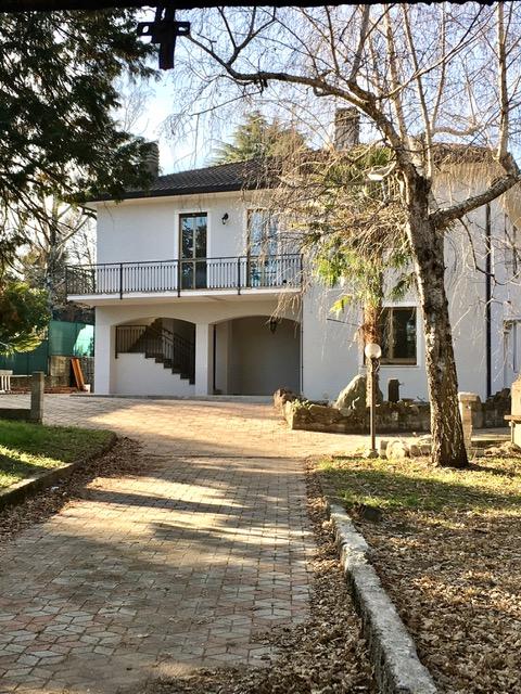 Villa singola con 2 appartamenti zona Avigno – Rif. 798